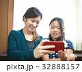 テレビ電話 人物 親子の写真 32888157