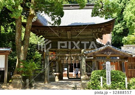 福岡糸島 櫻井神社の山門と皇太子殿下雅子妃殿下御成婚記念樹の碑 32888557