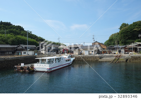 定期旅客船あおしま  愛媛県大洲市青島港にて 32893346