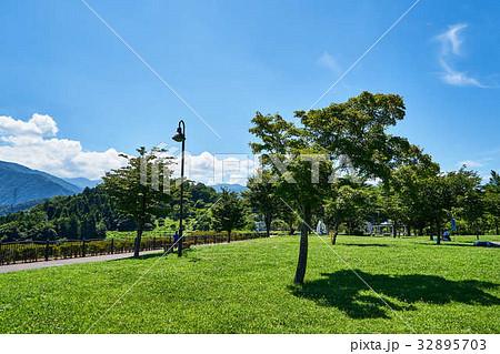 宮ヶ瀬 鳥居原 湖畔庭園 32895703