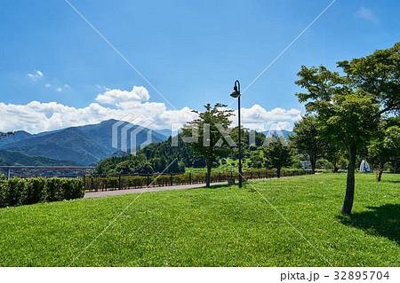 宮ヶ瀬 鳥居原 湖畔庭園 32895704