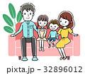家族 ソファー 人物のイラスト 32896012