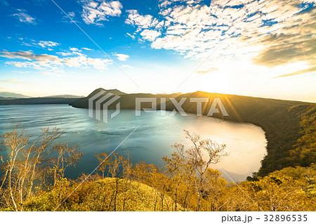 《北海道》秋の摩周湖《夜明け》 32896535