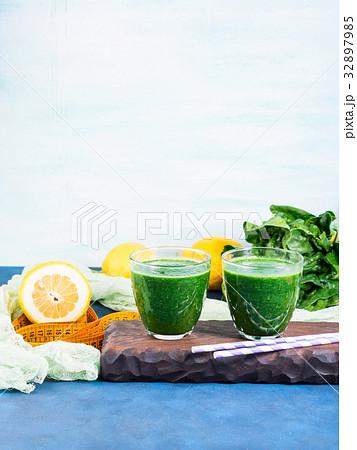 Green detox smoothie for dietの写真素材 [32897985] - PIXTA