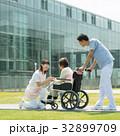 介護 車椅子 病院の写真 32899709