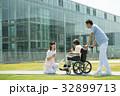 介護 車椅子 病院の写真 32899713