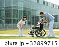 介護 車椅子 病院の写真 32899715