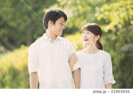 若いカップル 32903630