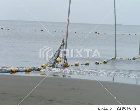 稲毛海岸の黄色い海水浴場表示ブイ 32906648