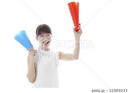 スポーツ観戦の女性イメージ 32909235