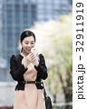 ビジネスウーマン スマートフォン スマホの写真 32911919