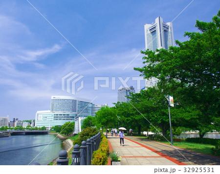 【神奈川県・2017年5月】 みなとみらい 都市風景 32925531