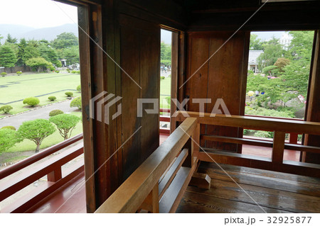 松本城の舞良戸(月見櫓) 32925877