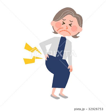 腰が痛い高齢の女性 32926753