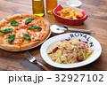 ピザ マルゲリータ イタリア料理の写真 32927102