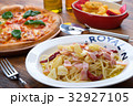 ピザ マルゲリータ イタリア料理の写真 32927105