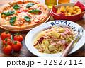 ピザ マルゲリータ イタリア料理の写真 32927114