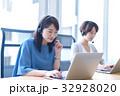 オペレーター ビジネスシーン パソコンの写真 32928020