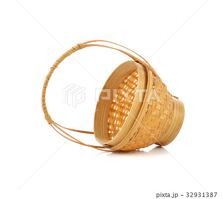 small wicker basket isolated on white background 32931387