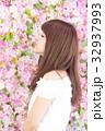 若い女性 ヘアスタイル 32937993