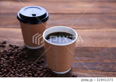 紙コップに淹れたホットコーヒーの写真素材 [32941373] - PIXTA