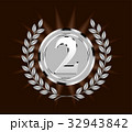 メタリックの質感の銀メダル  silver medal 暗色背景 32943842