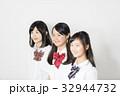 女性 中学生 学生服の写真 32944732
