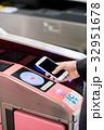 スマートフォン 改札 通勤の写真 32951678