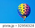 気球 青空 32956328