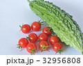 ゴーヤとミニトマト 野菜 32956808