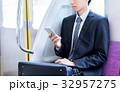 ビジネスマン(スマホ・電車) 撮影協力「京王電鉄株式会社」 32957275