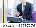 ビジネスマン(スマホ・電車) 撮影協力「京王電鉄株式会社」 32957276