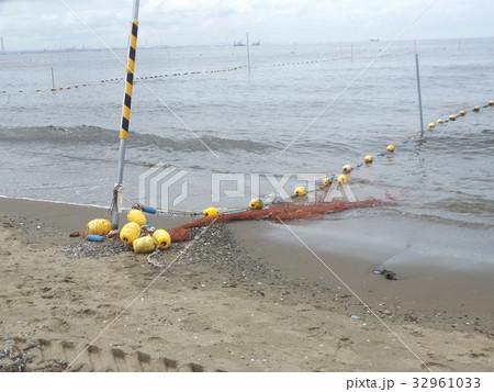 稲毛海岸海水浴場黄色い表示ブイ 32961033