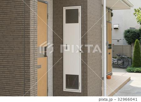 アパート 玄関横のメーターボックス パイプスペース 32966041