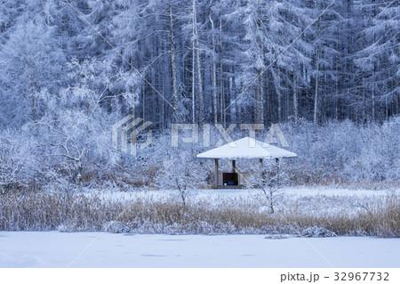 聖高原、中牧湖の雪景色 32967732