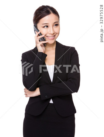 Young businesswoman chat on mobile phone 32975528