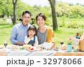 家族 ピクニック 新緑の写真 32978066