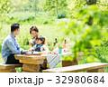 家族 ピクニック 新緑の写真 32980684
