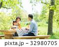 家族 ピクニック 新緑の写真 32980705