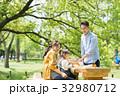 家族 ピクニック 屋外の写真 32980712