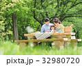 家族 ピクニック 新緑の写真 32980720