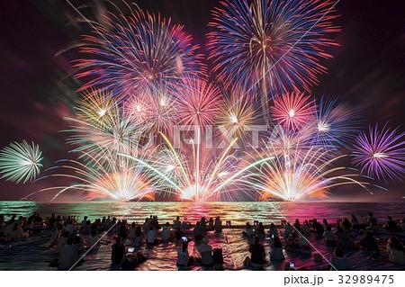 日本の花火 32989475