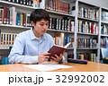 図書館で勉強する学生 32992002