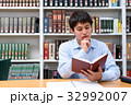 図書館で勉強する学生 32992007