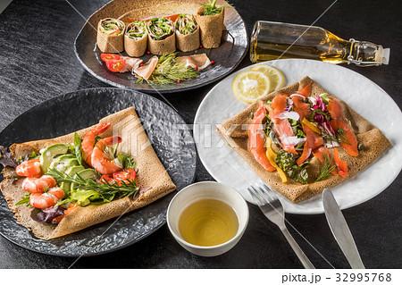 そば粉のクレープ ガレット  galette French food 32995768