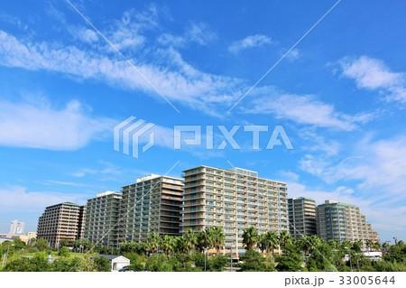 秋晴れの青空とマンション 33005644