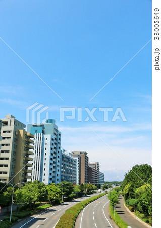 夏の青空 綺麗なマンション街 33005649