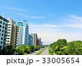 夏の爽やかな青空とマンション街 33005654