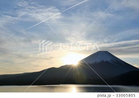 富士山と朝の光 33005805
