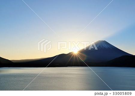 富士山と新年のご来光 33005809